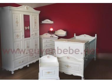 İngiliz tarzı bebek odası çiçekli