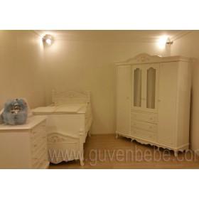 Kraliçem 4 kapaklı dolaplı bebek odası