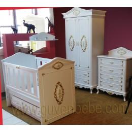 İki Kapılı dolaplı, beşikli altın varaklı avangarde bebek odası