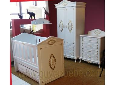İki Kapılı dolaplı, altın varaklı-beşikli  bebek odası