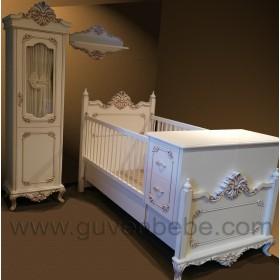 Saraylı büyüyen bebek karyolası